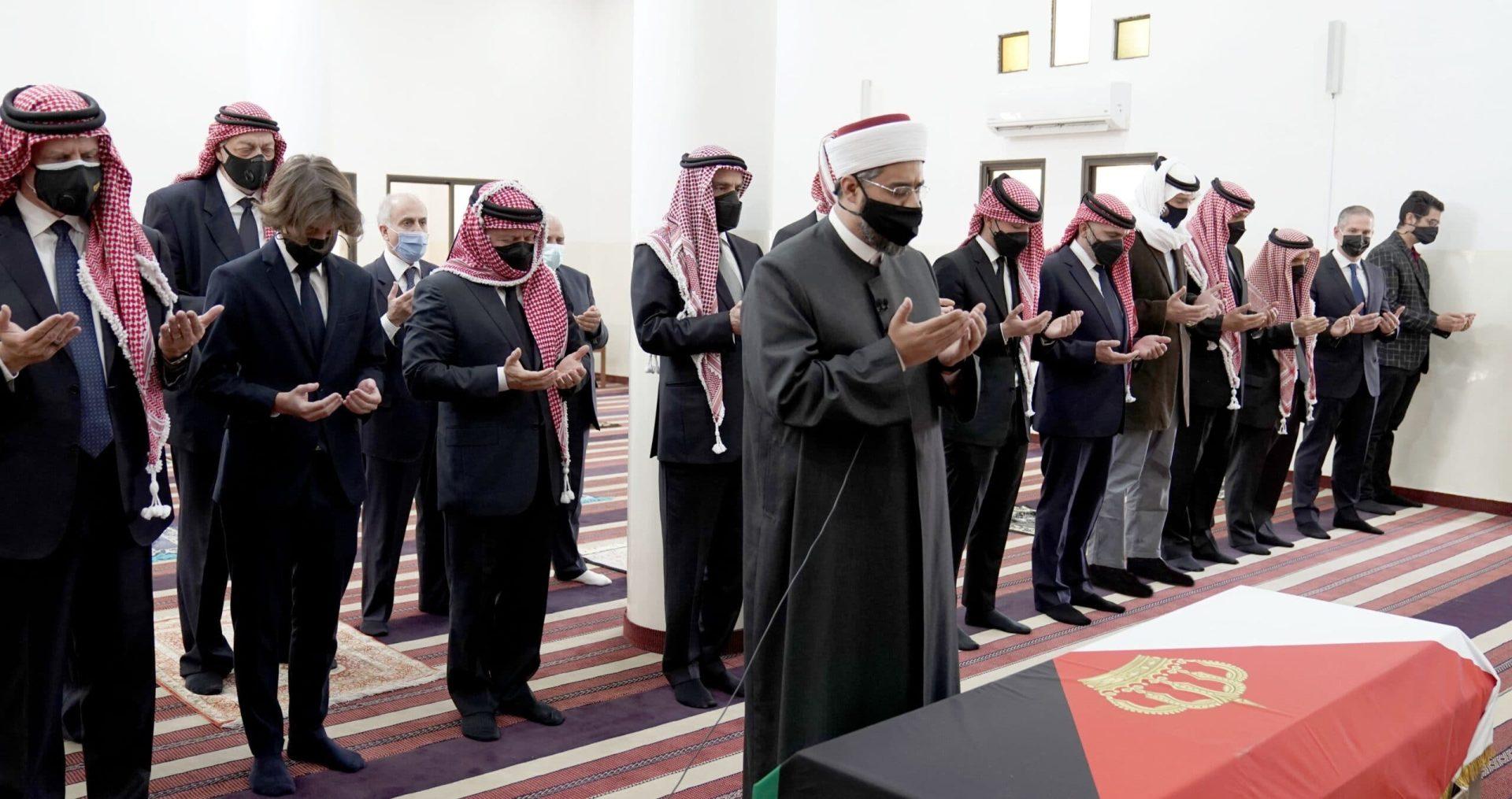 أين الأمير حمزة! .. غاب عن جنازة عمه الأمير محمد بن طلال بينما حضر الملك فهل هو في الإقامة الجبرية!