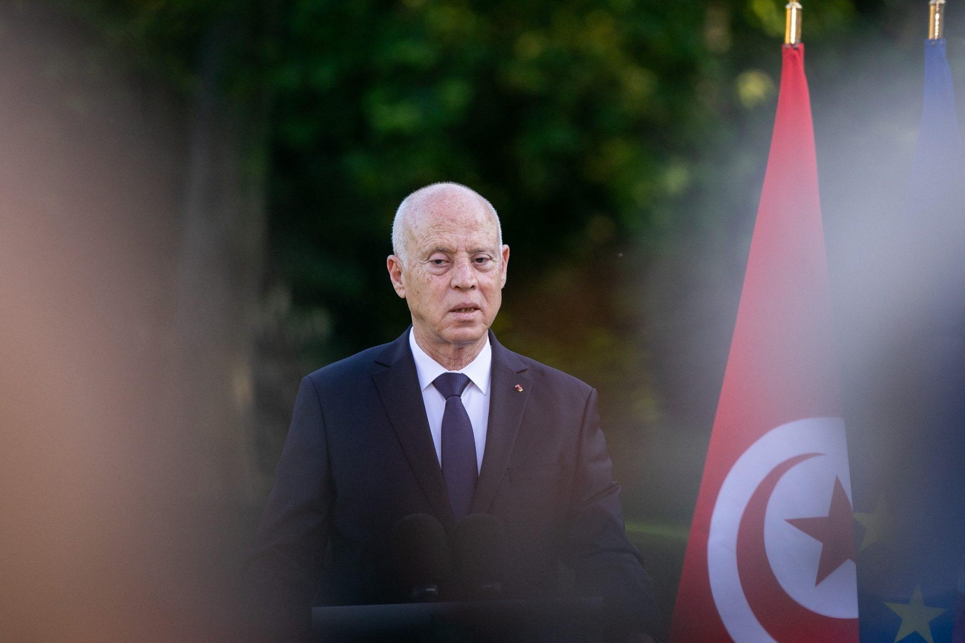 """قيس سعيد يشعل تونس غضباً بما قاله عن """"المسلمين والاسلاميين"""" وراشد الغنوشي"""