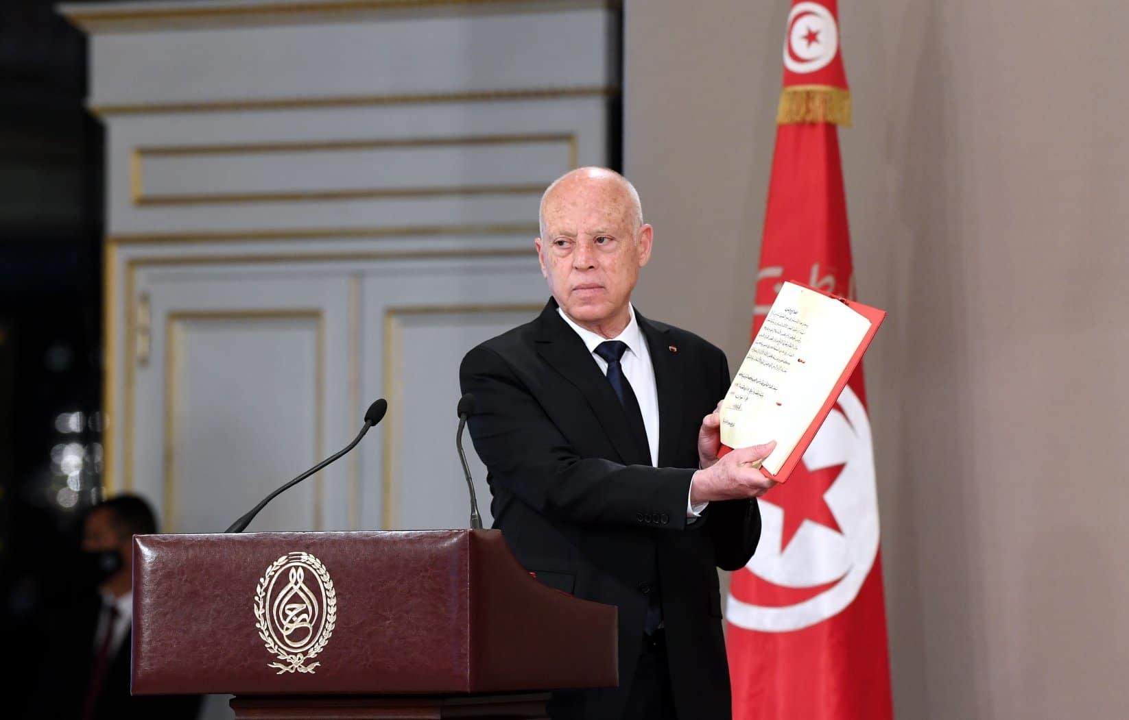 هل تلقى قيس سعيد الدولارات من واشنطن خلال حملته الانتخابية.. نائب تونسي يفضحه