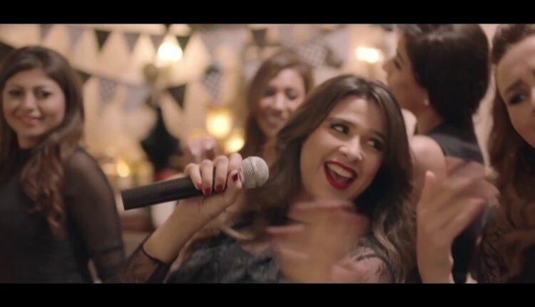 وصلة رقص الفنانة المصرية ياسمين عبد العزيز أمام زوجها الممثل أحمد العوضي