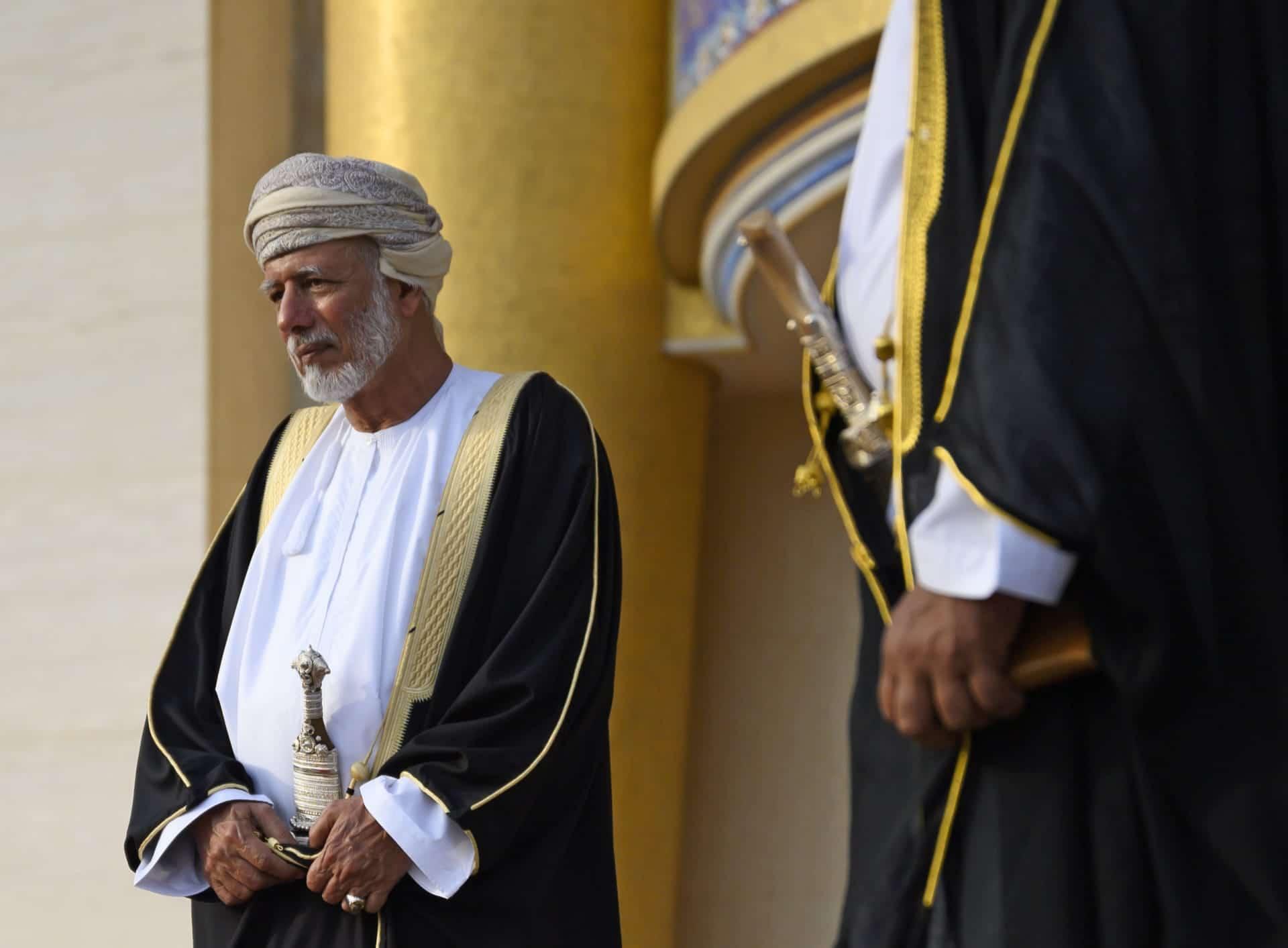 حمد المزروعي يتطاول على يوسف بن علوي بعد أن قلل عبدالخالق عبدالله من مكانته