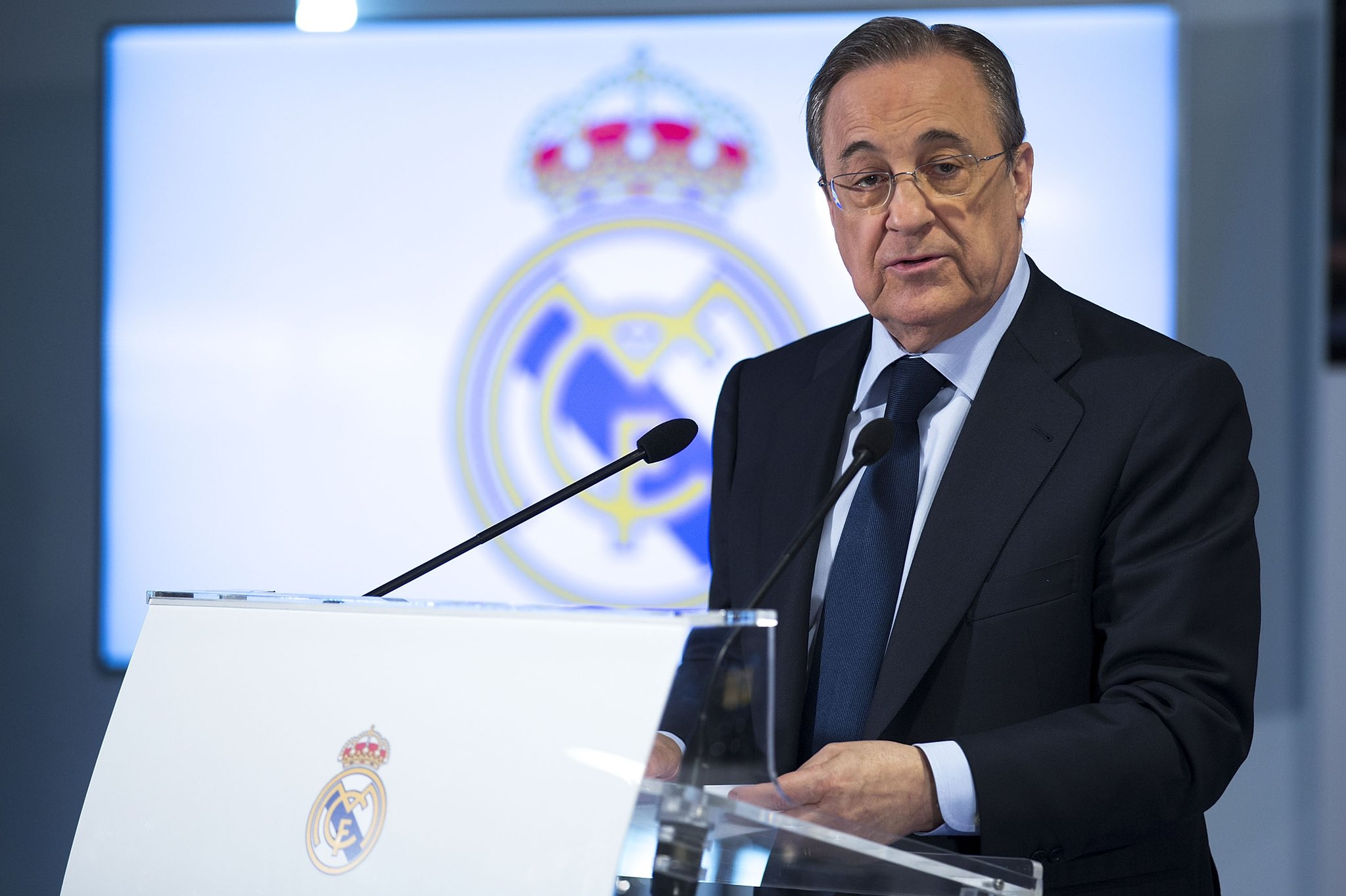 """تسريبات صوتية تضع رئيس ريال مدريد """"بيريز"""" في فضيحة مدوية"""
