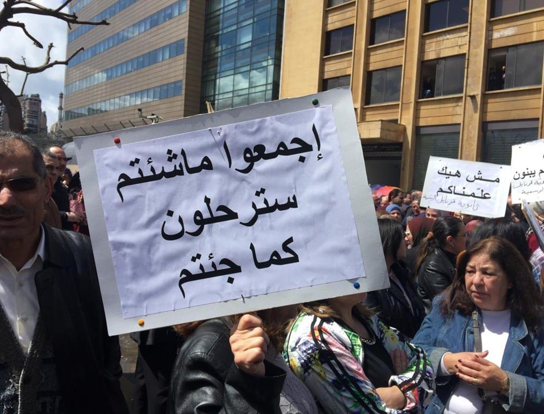 """إضراب عام في لبنان.. إنذار أخير للحكومة يسبق """"الانفجار الكبير"""""""