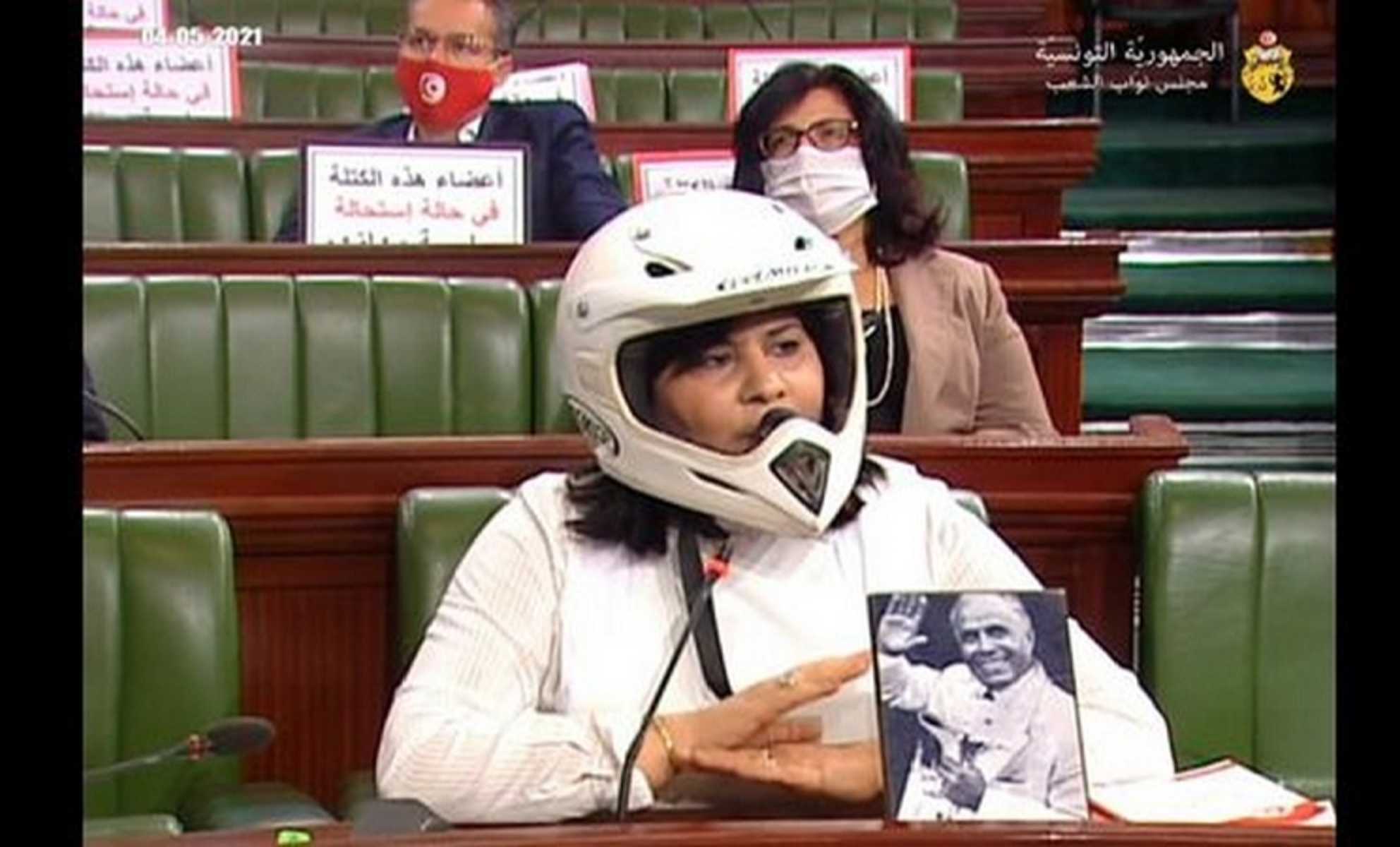 شاهد ما فعلته عبير موسى (تلميذة دحلان النجيبة) داخل البرلمان التونسي وفجرت غضباً واسعاً