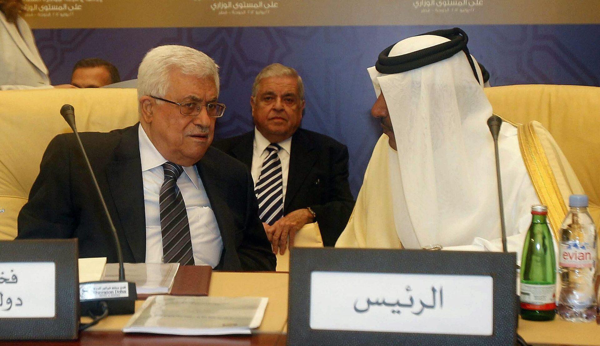 حمد بن جاسم يدعو محمود عباس إلى نقل السلطة سلمياًَ نظراَ لعمره والظروف الراهنة