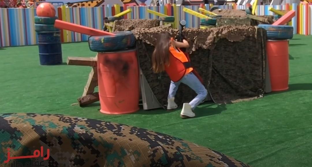 رامز جلال يقوم بأفعال غير لائقة مع الفنانة جميلة عوض .. ضربها في أماكن حساسة بالرصاص!