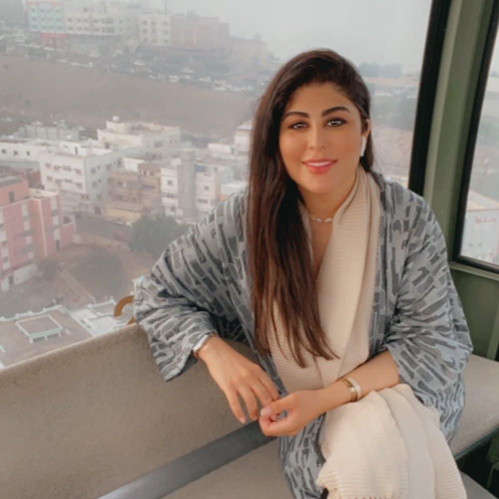 الممثلة العمانية زارا البلوشي تصدم متابعيها بملابس النوم في أحدث ظهور!