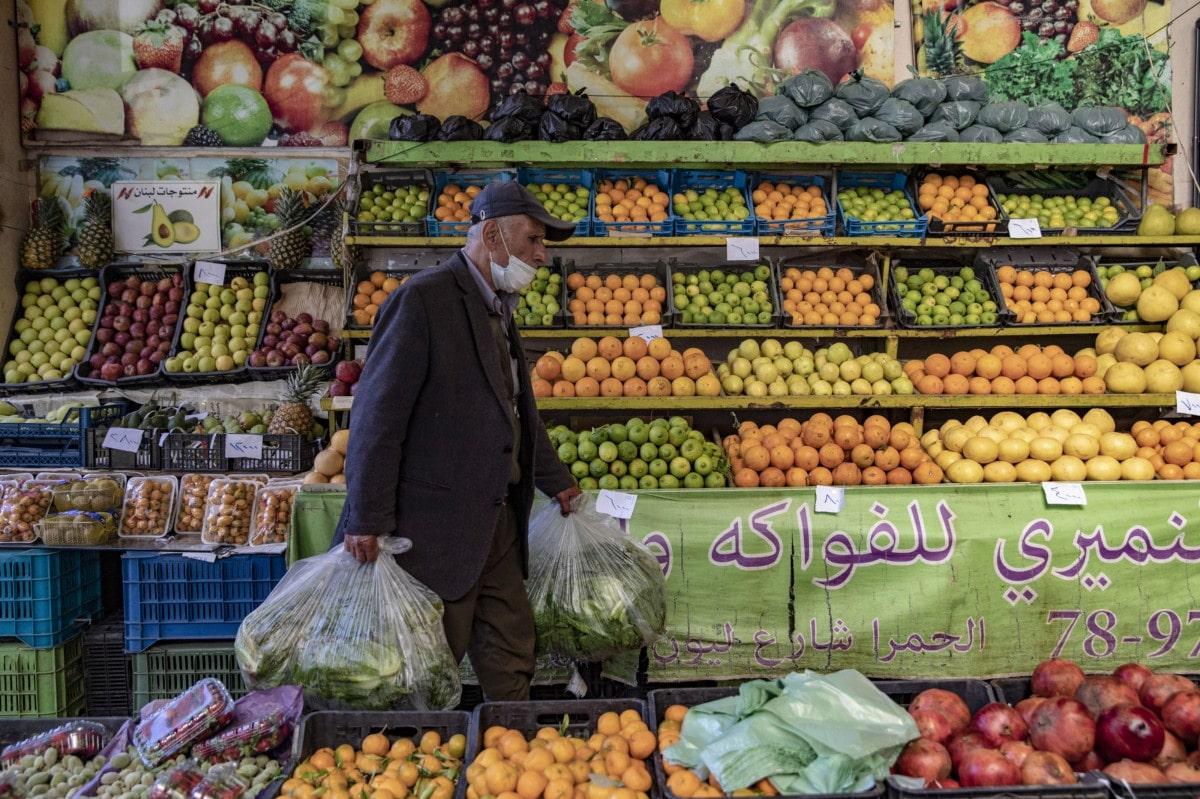 نريد توفير الطعام لأطفالنا حتى لا يناموا جوعى.. بنك الطعام في لبنان يتلقى آلاف المناشدات يومياً