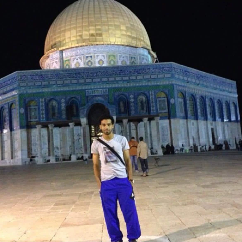 انتقادات حادة لمحمد صلاح بسبب موقفه من فلسطين رغم نشره صورة له من الأقصى