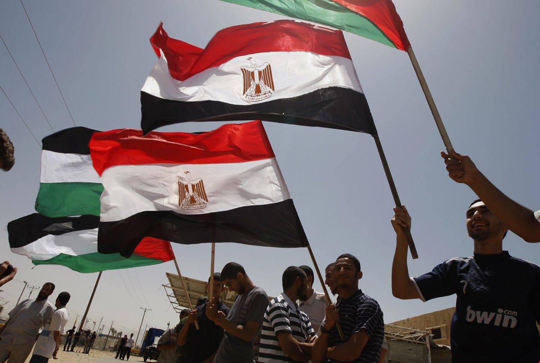 إسرائيل تهدد حماس عبر مصر بشن عملية في غزة.. كواليس لقاء السيسي و بينيت