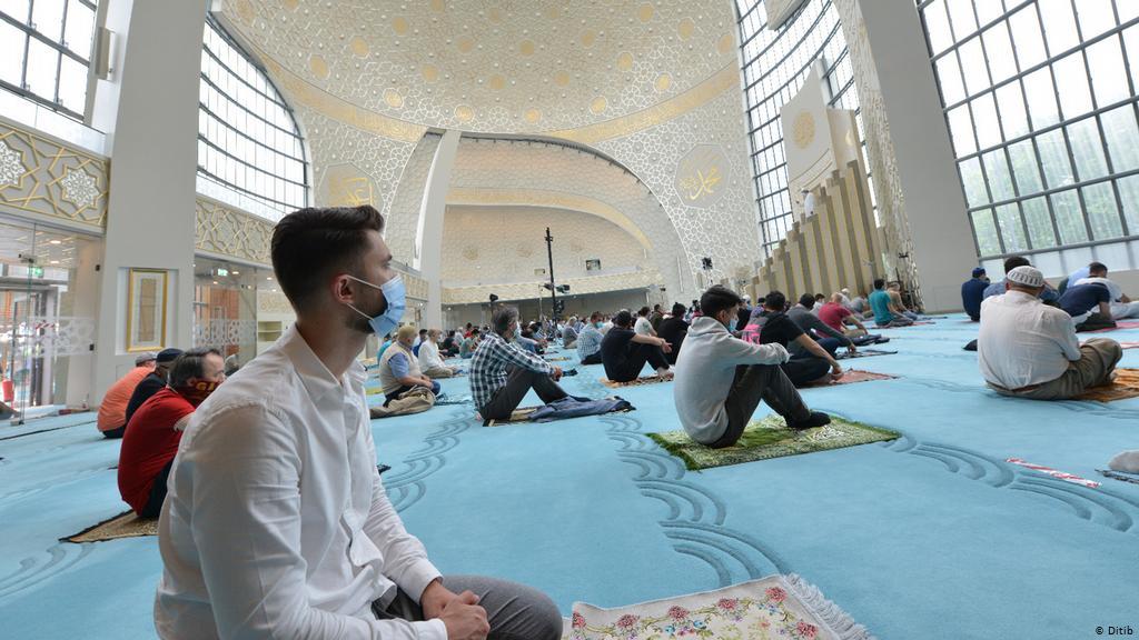 هذا هو موعد عيد الفطر في معظم الدول الإسلامية