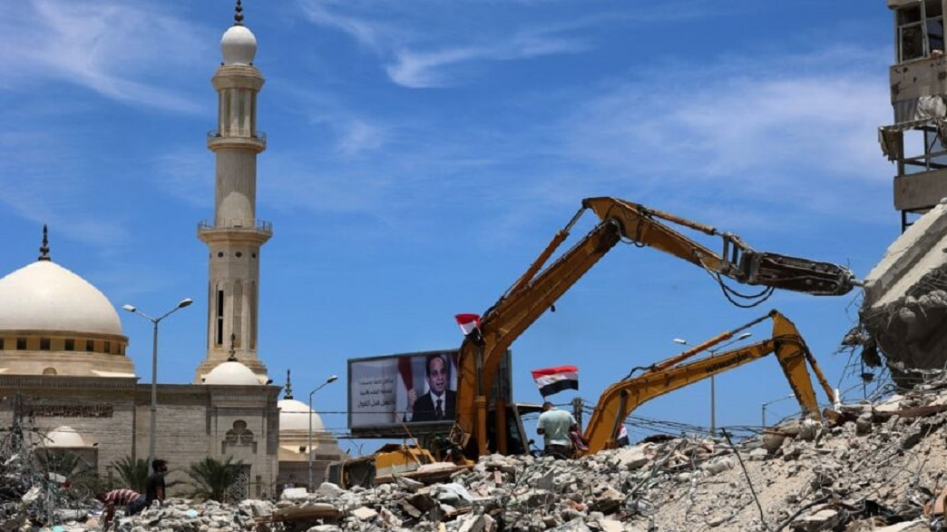القاهرة اكتفت بإرسال بعض المعدات والفرق الهندسية.. المونيتور: الأمور غير واضحة في غزة