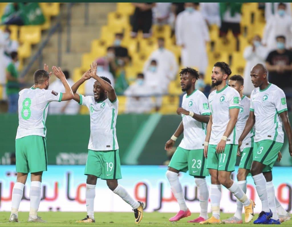 """""""شاهد"""" السعودية تعتلي الصدارة بعد الفوز على جاره اليمن"""