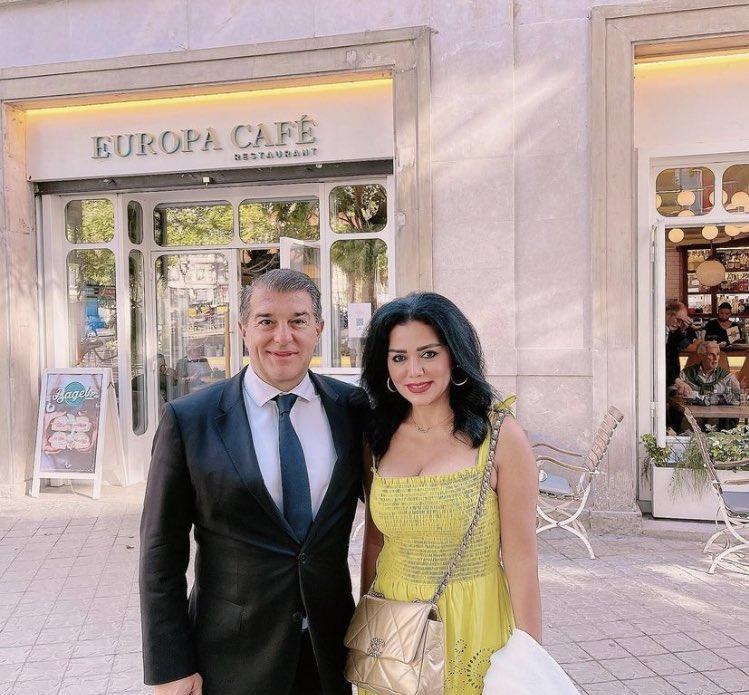 رانيا يوسف تهدد جمهورها بسبب التعليقات البذيئة لها عقب صورة جمعتها مع لابورتا