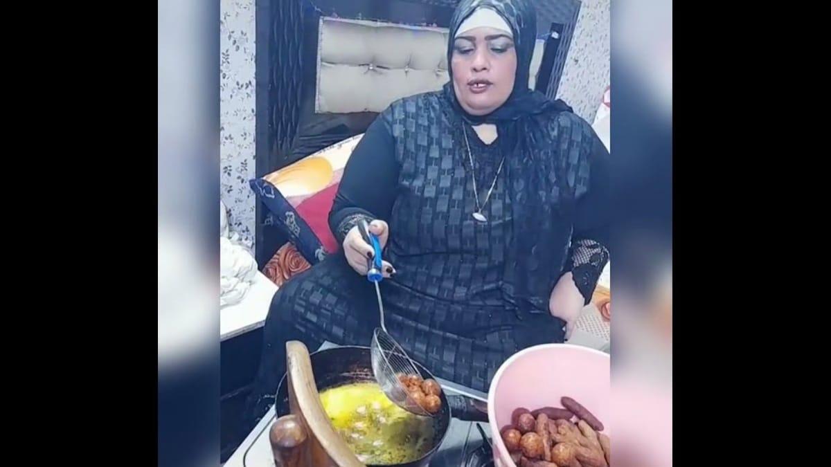 """أم نور يوتيوبر مصرية اشتهرت بـ""""الكفتة في غرفة النوم"""" تخلع الحجاب بعد الشهرة (فيديو)"""