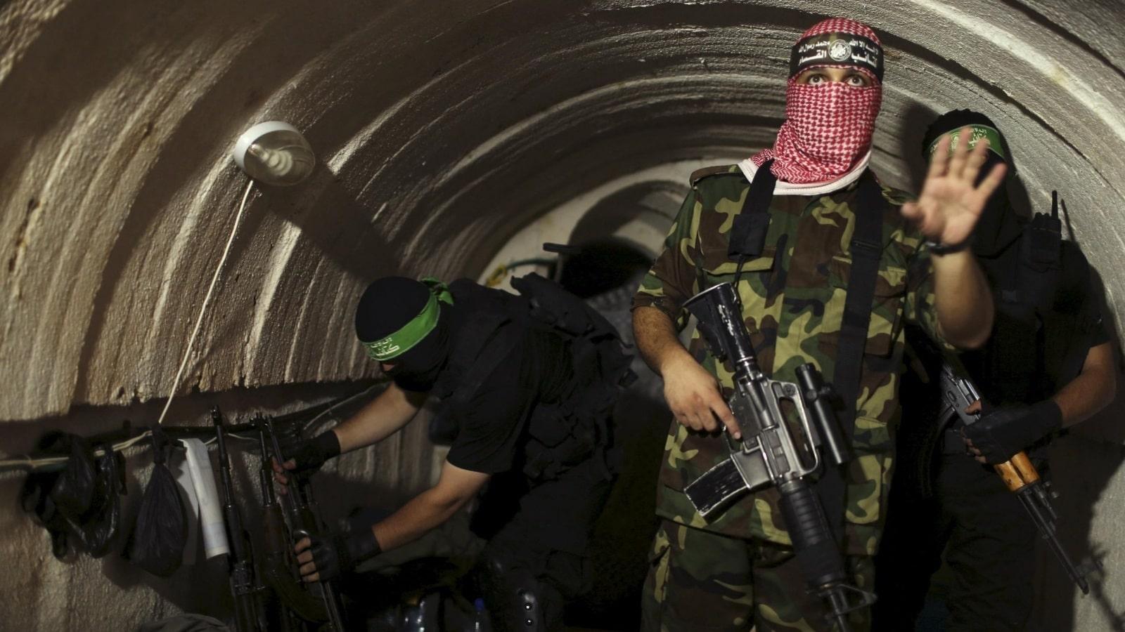 فيديو من داخل أنفاق غزة التي استخدمتها المقاومة في ضرب إسرائيل يظهر مخازن الأسلحة ومرابض الصواريخ
