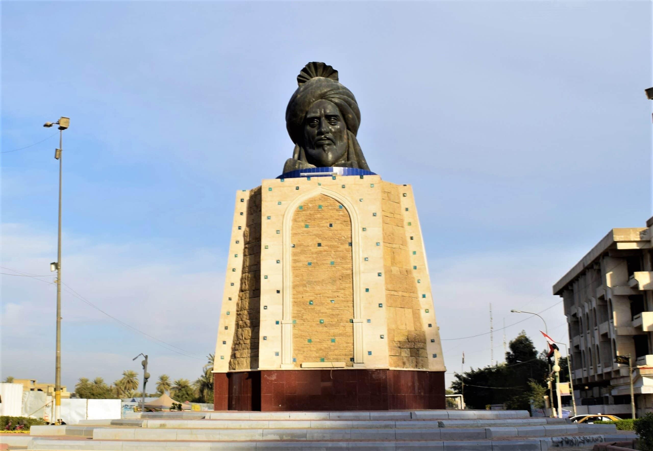 عراقيون شيعة يطلقون حملة لتحطيم تمثال الخليفة العباسي أبو جعفر المنصور في بغداد
