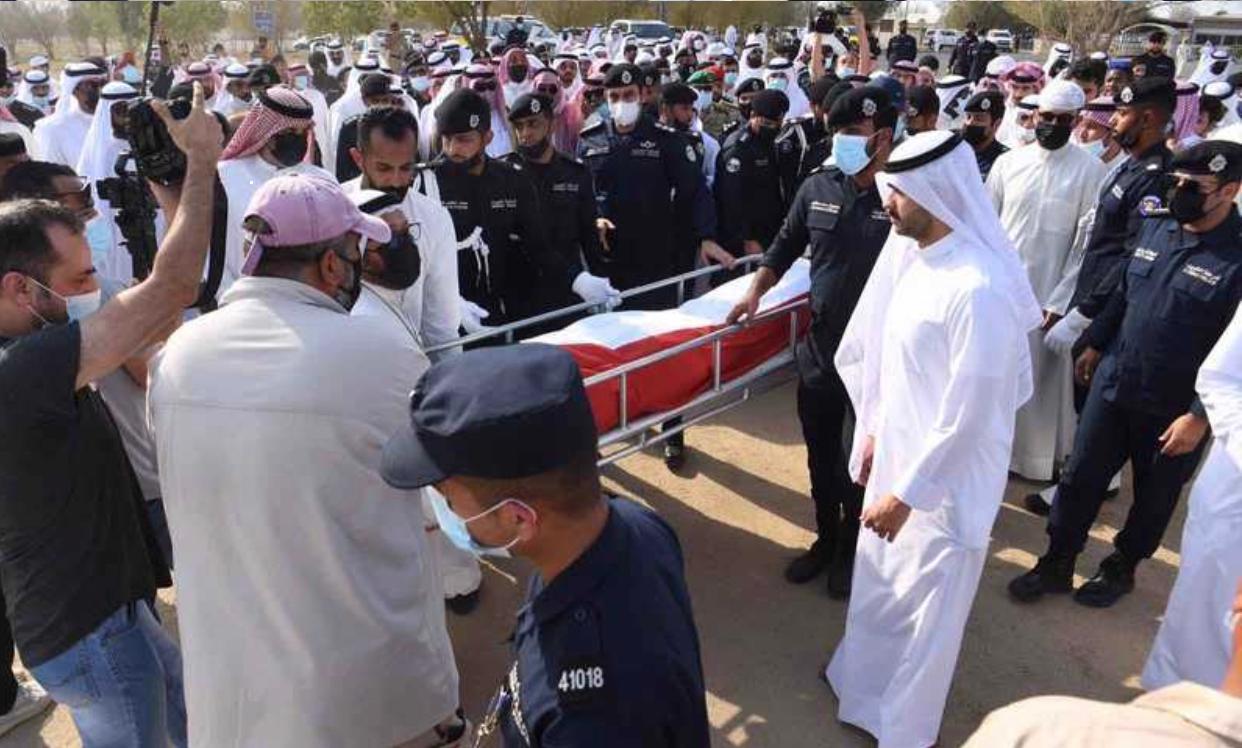 والد شرطي المرور في الكويت عبدالعزيز الرشيدي ينهار باكياً: أحذفوا الفيديو (شاهد)