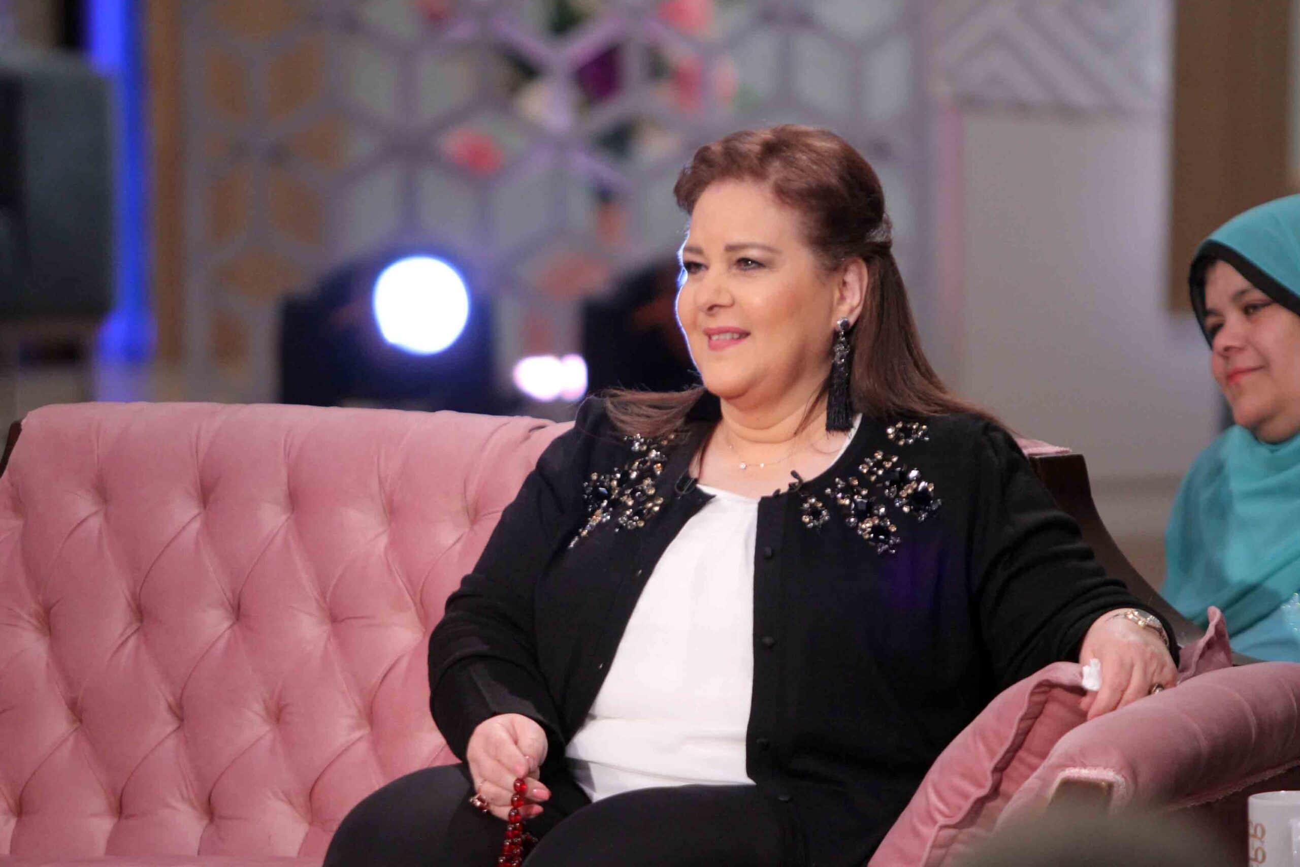 آخر تطورات حالة دلال عبدالعزيز .. ولماذا طلب الفنان عمرو سعد نقلها للبيت! (شاهد)