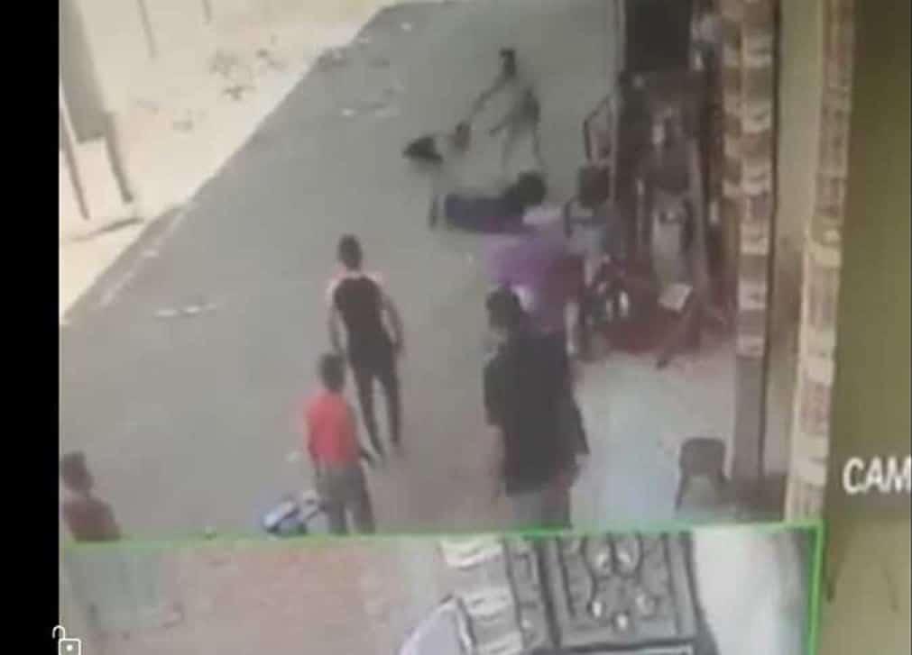فيديو سحل سيدة مصرية بعد الاعتداء عليها وكشف جسدها يثير ضجة واسعة (شاهد)