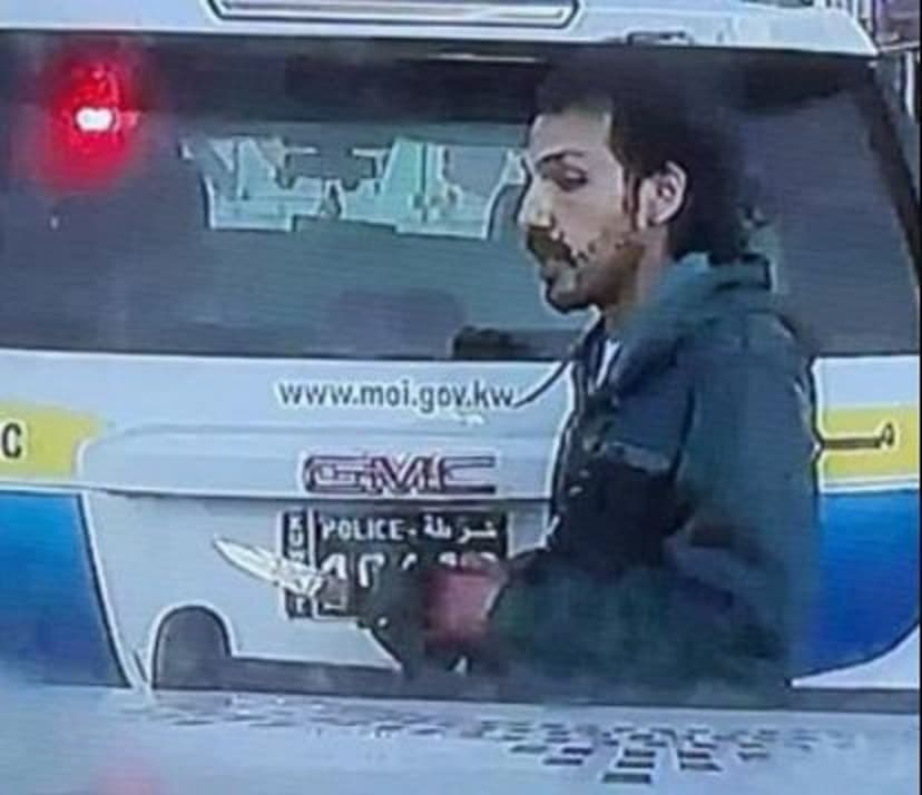 جريمة المهبولة تهز الكويت.. سوري يقتل أمه الكويتية ثم شرطاً في المرور  ويلوذ هارباً