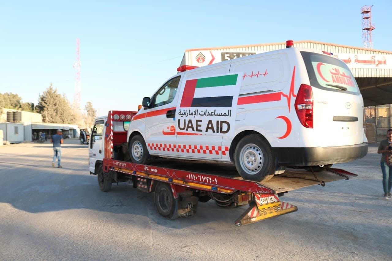 ناشط قطري يحذر حماس من سيارات الاسعاف التي قدمتها الإمارات لغزة