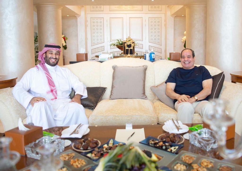 زيارة غير مُعلنة .. ما سر لقاء السيسي و محمد بن سلمان في شرم الشيخ!؟ (شاهد)