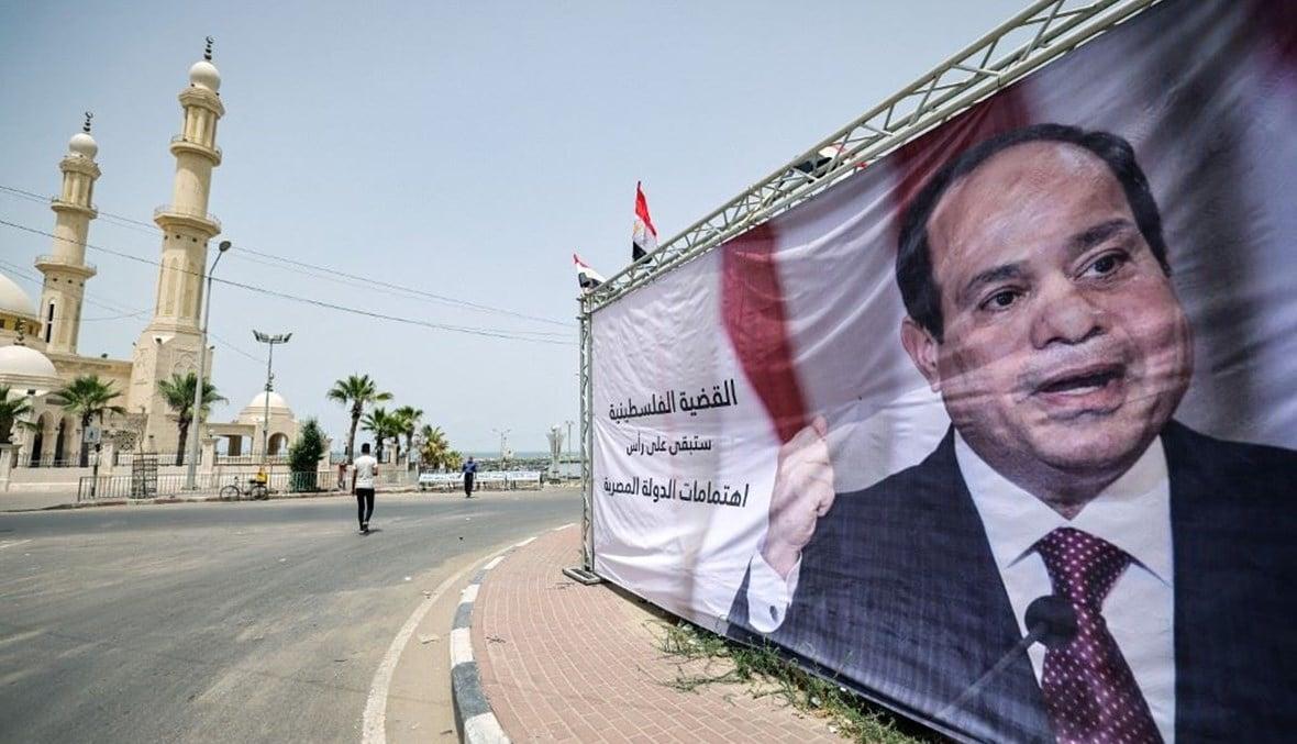 إيكونوميست: ديكتاتور مصر يقدم المساعدة لغزة لتحسين صورته