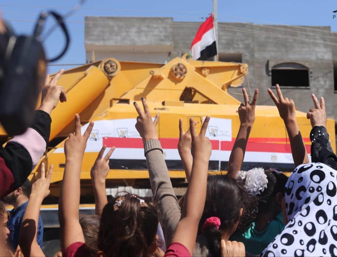 التلفزيون المصري يبث مباشر من غزة وحماس لم تعد إرهابية وهنية في القاهرة.. ماذا يريد السيسي؟