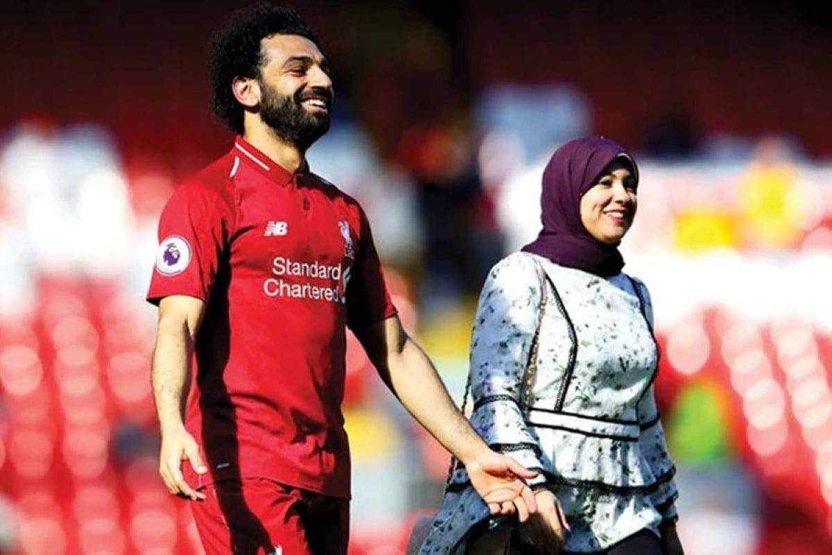صورة محمد صلاح الأخيرة مع عائلته تنفي شائعات خلافاته مع زوجته