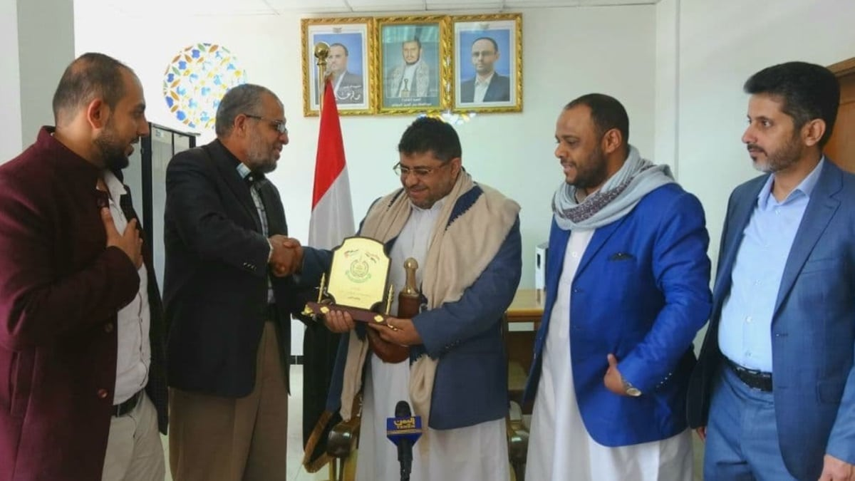 حماس تصدر بيانا توضيحيا بعد لقاء ممثل الحركة في اليمن بالحوثي وتكريمه