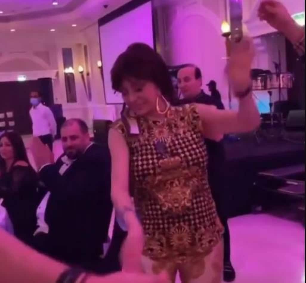 نبيلة عبيد تؤدي وصلة رقص شعبية بحفلة خاصة في دبي (فيديو)