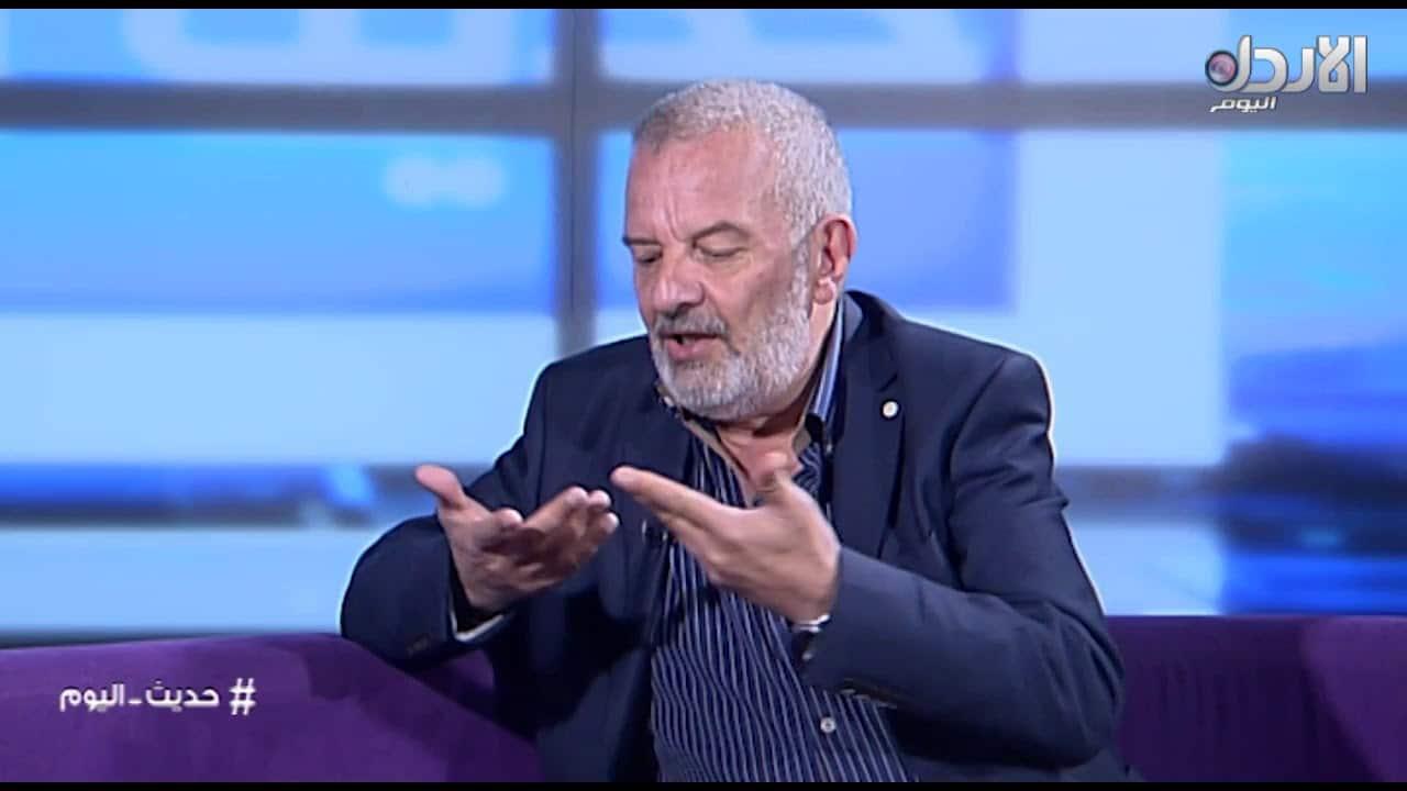 أكرم خزام يثير جدلا بمزاعم عن سبب إغلاق الجزيرة بتونس.. صحفية أحرجته بالحقيقة