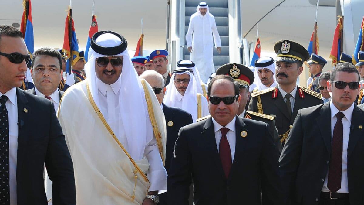 سفير قطري فوق العادة يبدأ أعماله في مصر.. استمرار التقارب بين الدوحة والقاهرة يزعج أبوظبي