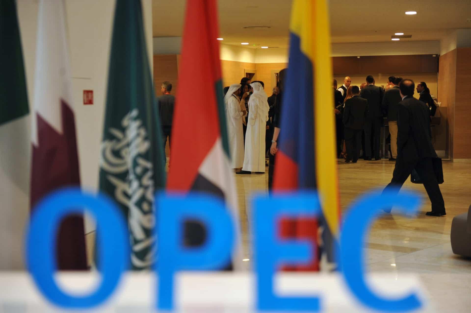 """أزمة الرياض وأبوظبي تشتعل.. اجتماع """"أوبك+"""" ألغي بآخر دقيقة ومخاوف من ارتفاع أسعار النفط"""