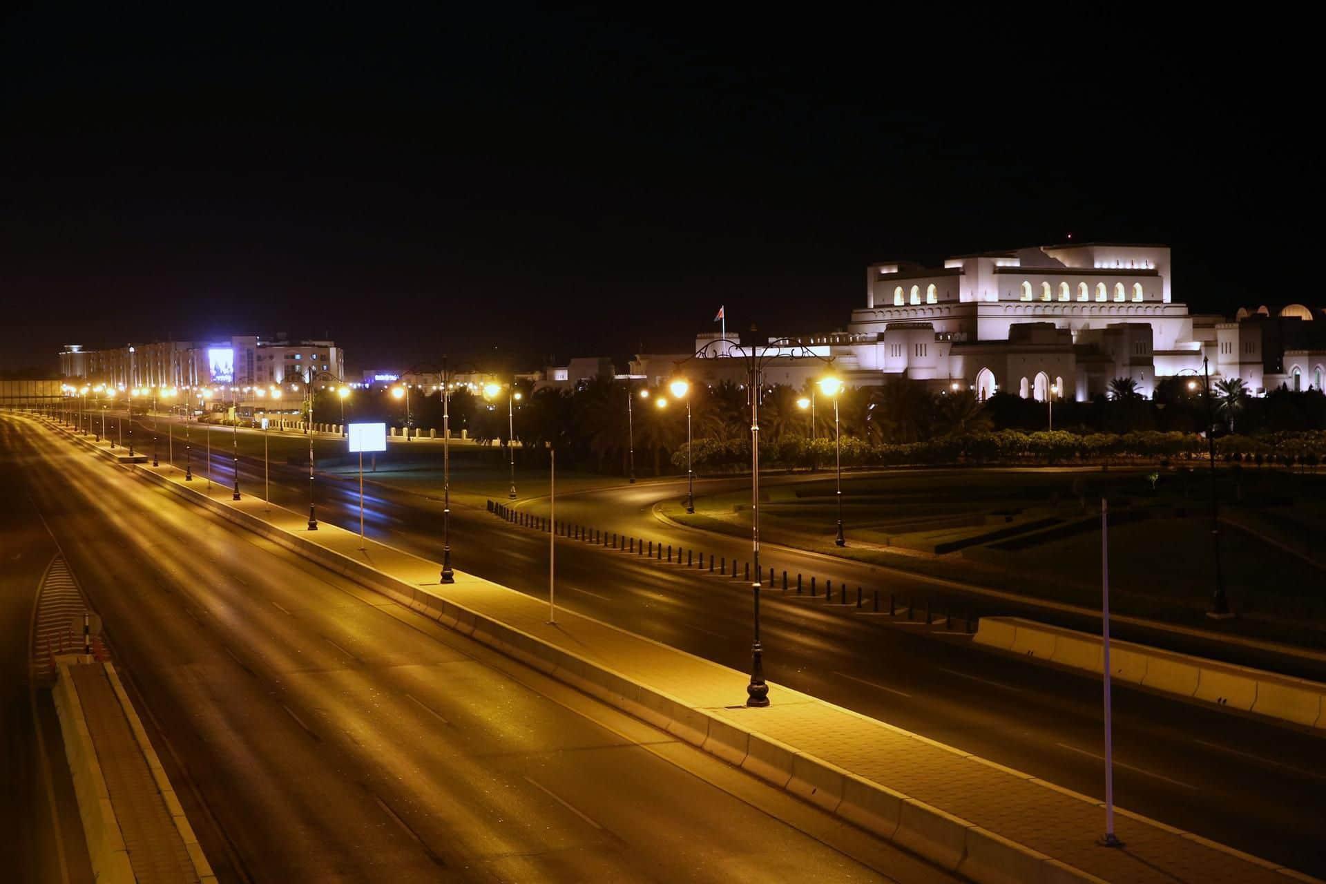 اللجنة العليا في سلطنة عمان تحث على الالتزام بقرارات الإغلاق خلال عيد الأضحى