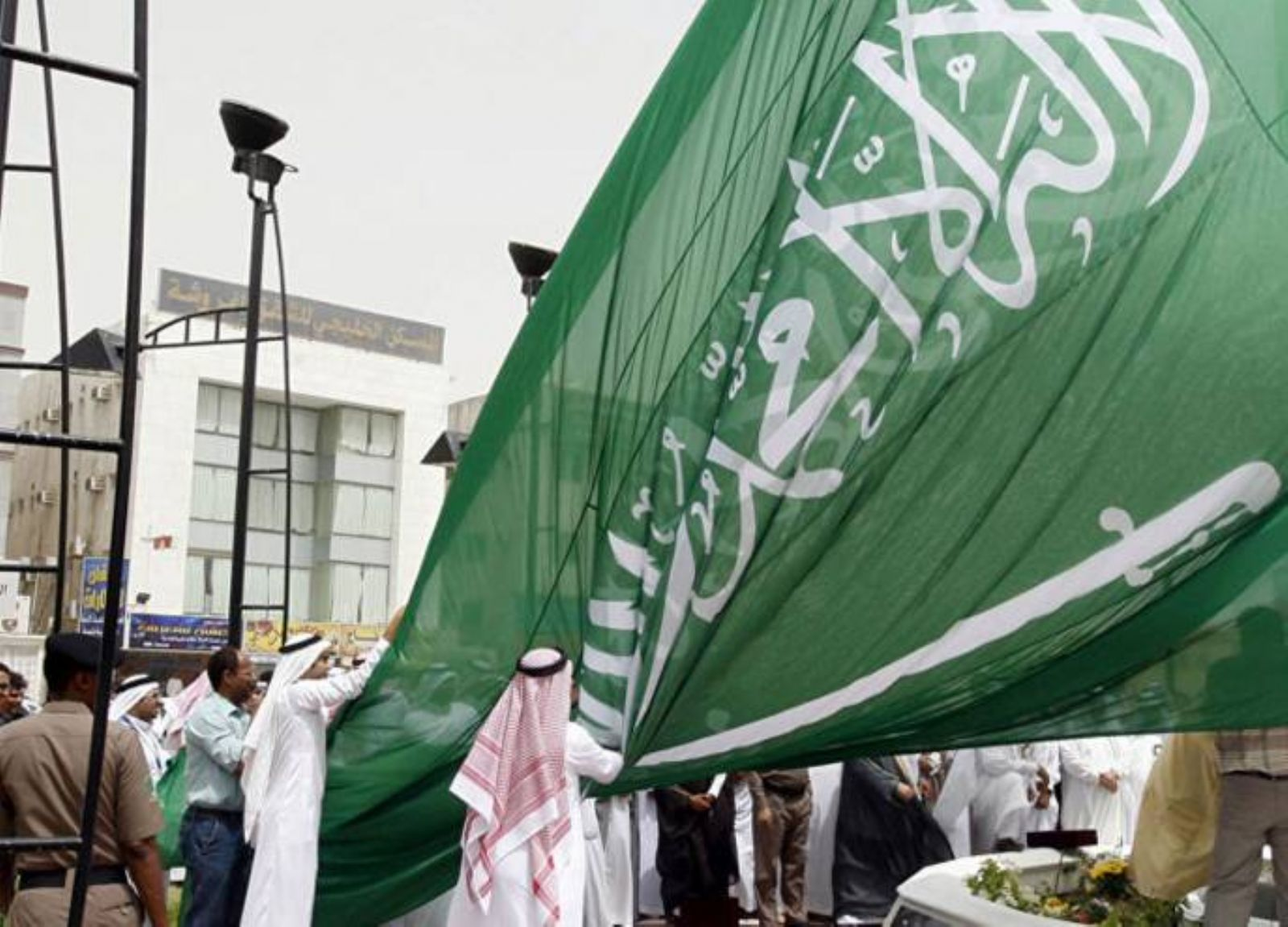 3 مسؤولين سعوديين متهمين في انتهاكات حقوق الانسان أحدهم طالب بإعدام سلمان العودة