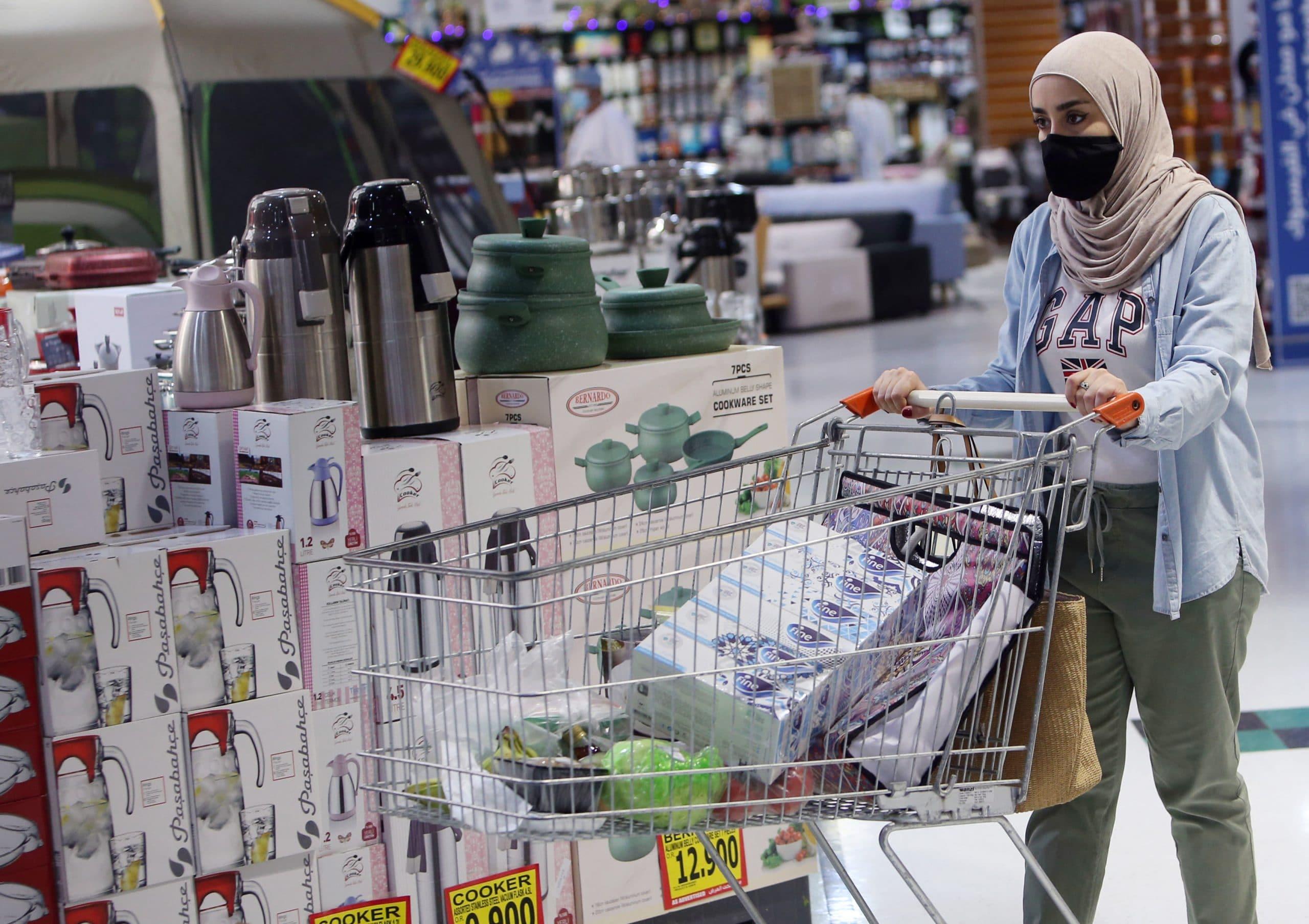 اللجنة العليا في سلطنة عمان تمدد إغلاق الأنشطة التجارية وتقليص مدة الاغلاق الليلي