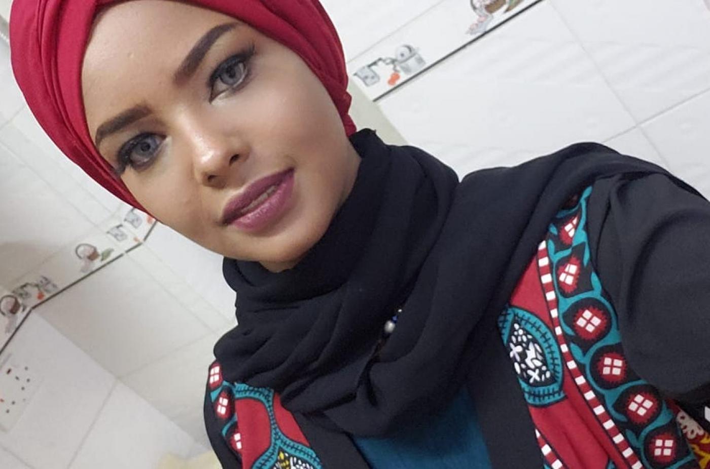 صدمة .. عارضة الأزياء اليمنية انتصار الحمادي حاولت شنق نفسها في السجن لهذا السبب