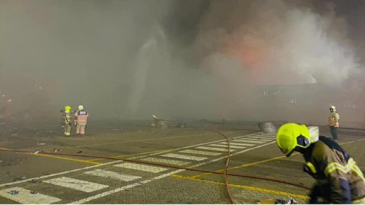 قائد شرطة دبي يكشف تفاصيل انفجار جبل علي وضاحي خلفان يتوقع السبب قبل ظهور النتائج
