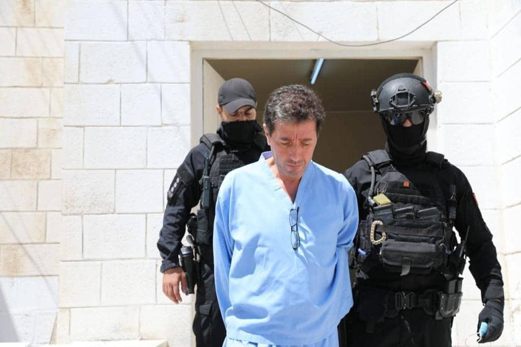 (شاهد) باسم عوض الله ظهر منكسراً بعد معاقبته بالسجن 15 عاماً في قضية الفتنة