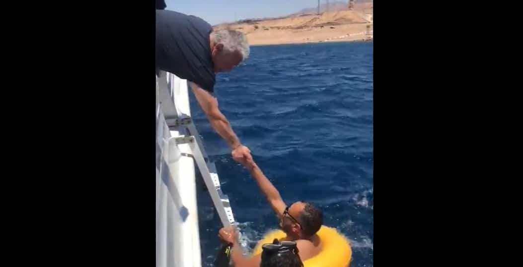 شاب أردني يقابل الملك عبدالله الثاني في العقبة ويطلب منه مساعدته في الزواج (فيديو)