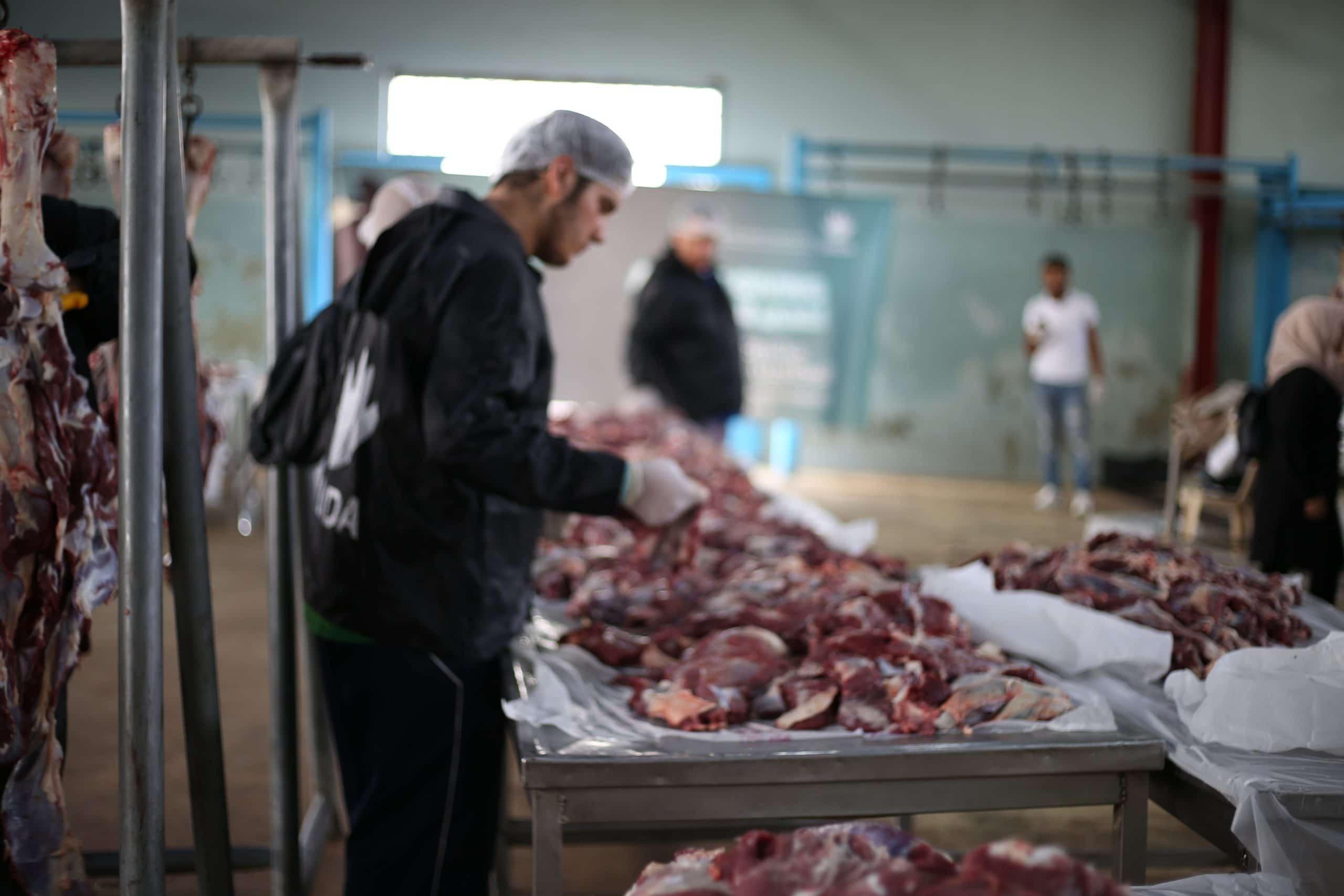 لماذا ينصح الأطباء بعدم تناول لحم الأضحية مباشرة بعد الذبح والانتظار 6 ساعات على الأقل؟