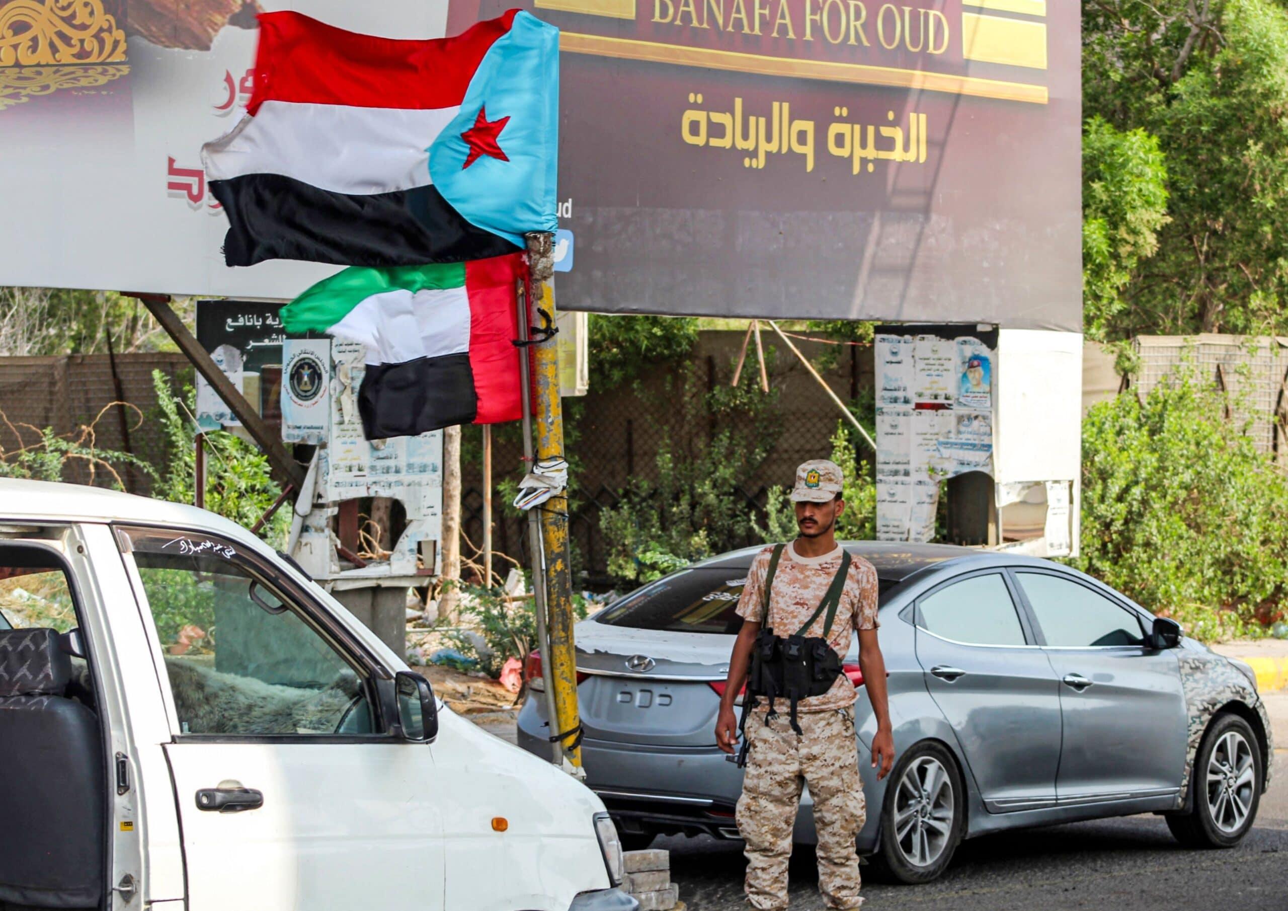 الكاتب السعودي خالد السبيعي يتهم دولا خليجية بالسيطرة على جزر وموانئ اليمن.. من قصد في هذه الدول؟!