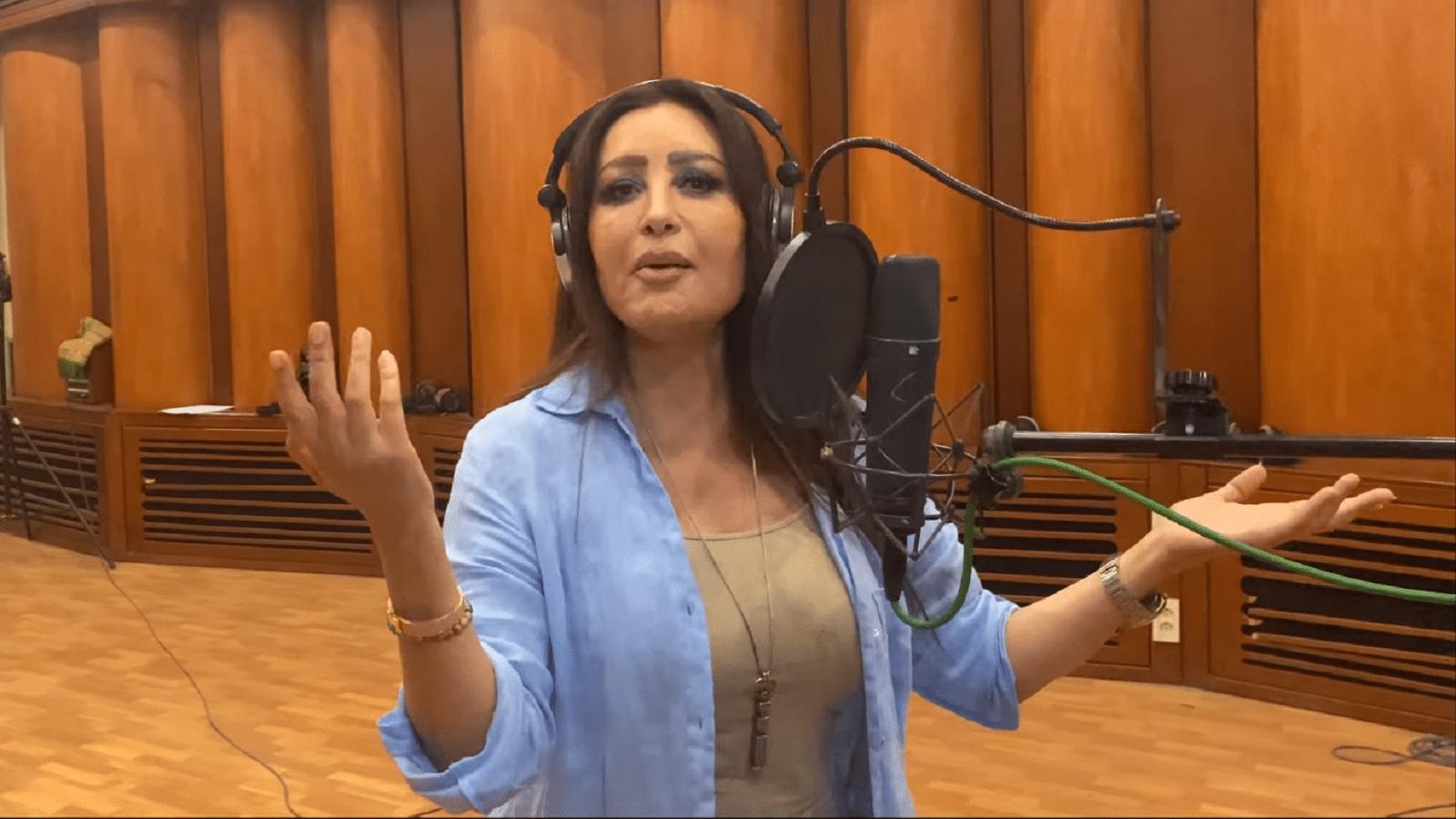 """أغنية لطيفة """"يحيا الشعب"""" تتسبب بفضيحة لتلفزيون تونس.. اضطر لحذفها بعد انتقادات حادة"""