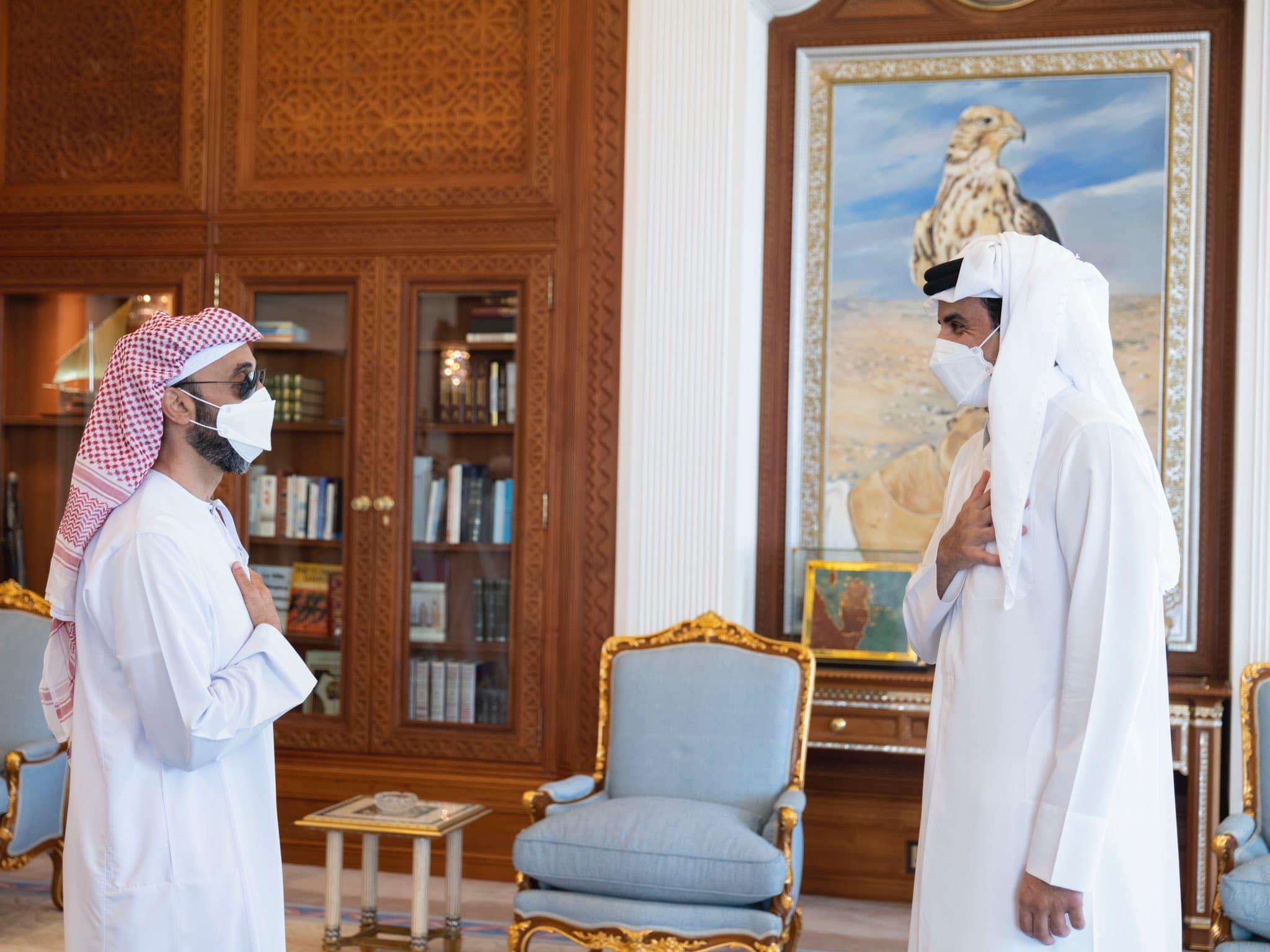 """ميدل إيست آي: زيارة طحنون بن زايد لأمير قطر """"تنازل مؤقت"""" لتأمين مصالح الإمارات الجيوستراتيجية"""