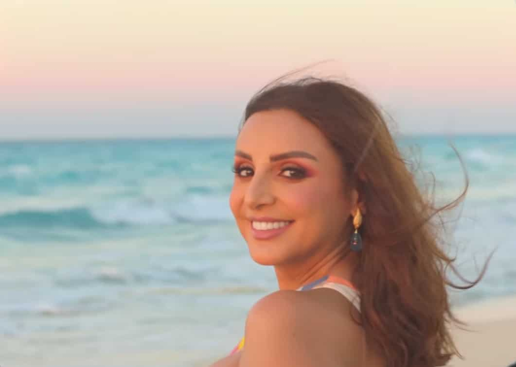 """""""ونفضل نرقص"""" .. أنغام بفستان جريء على الشاطئ في أحدث أغانيها (شاهد)"""