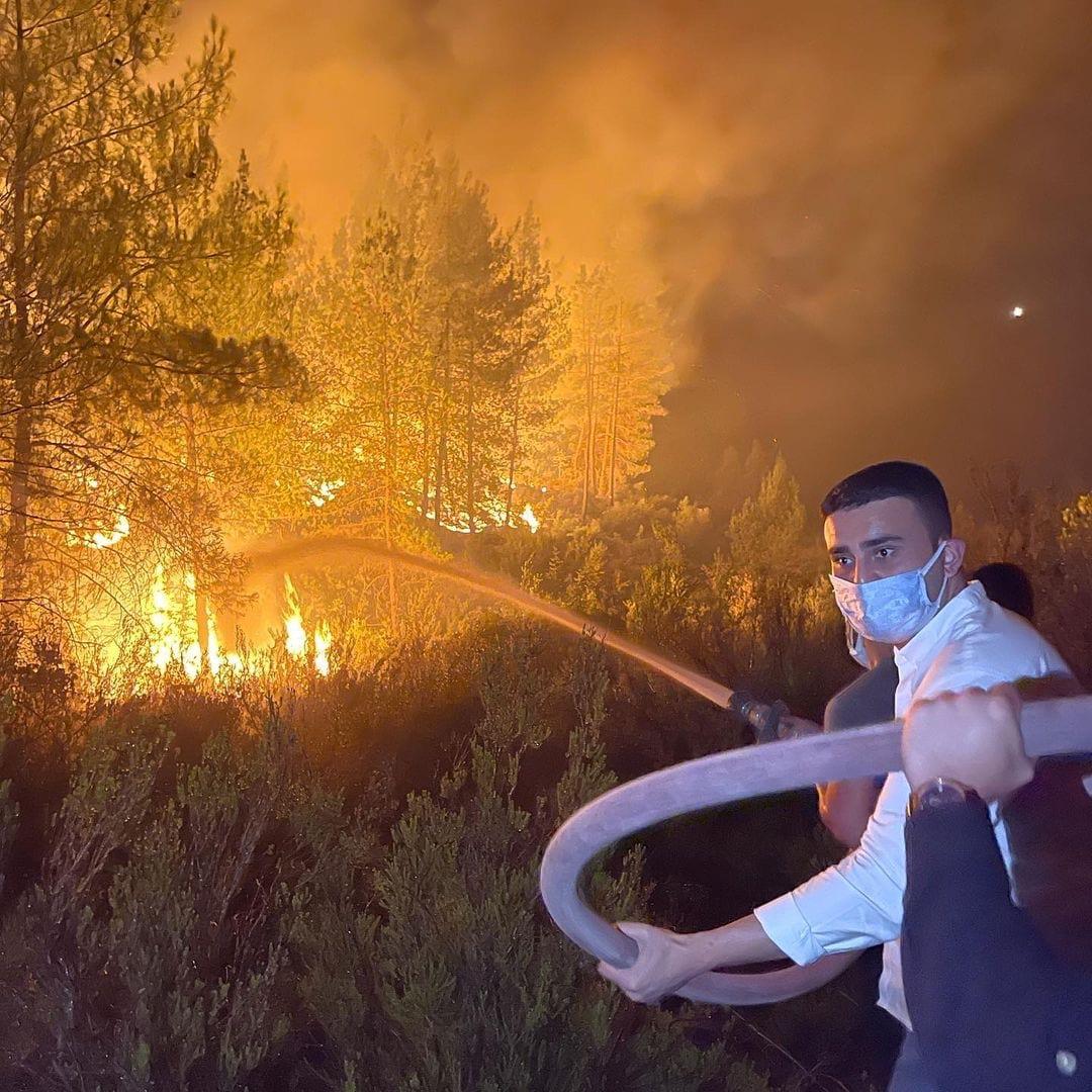 الشيف بوراك يختنق أثناء مشاركته في إطفاء حرائق أنطاليا (صورة)