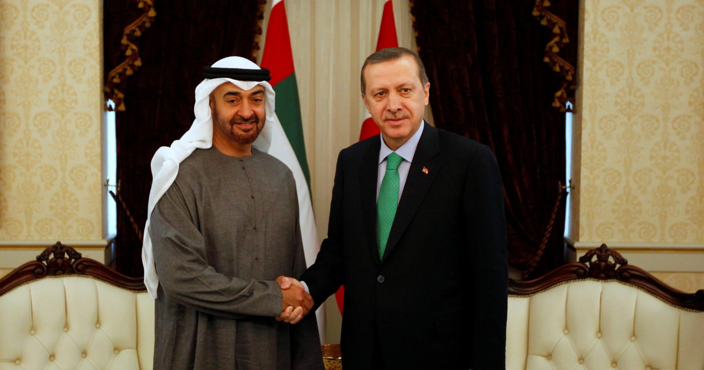 أنور قرقاش يكشف تفاصيل ما دار بين محمد بن زايد وأردوغان بعد سنوات من القطيعة