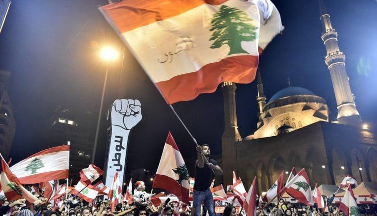 رفع الدعم عن الوقود يشعل لبنان